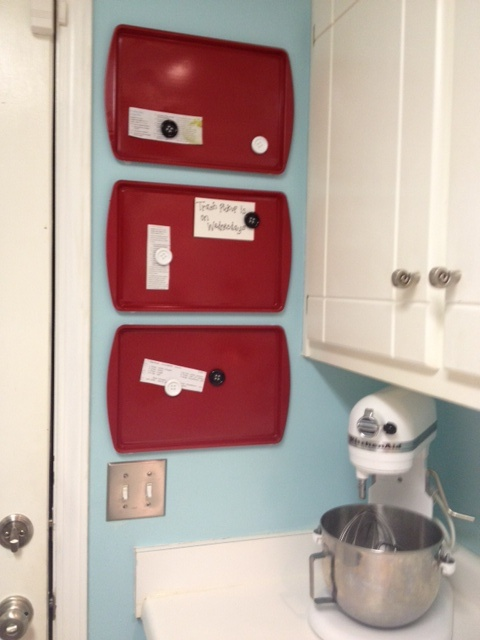 Easy Cookie Sheet Magnet Boards. Plus love the blue/red/white color scheme