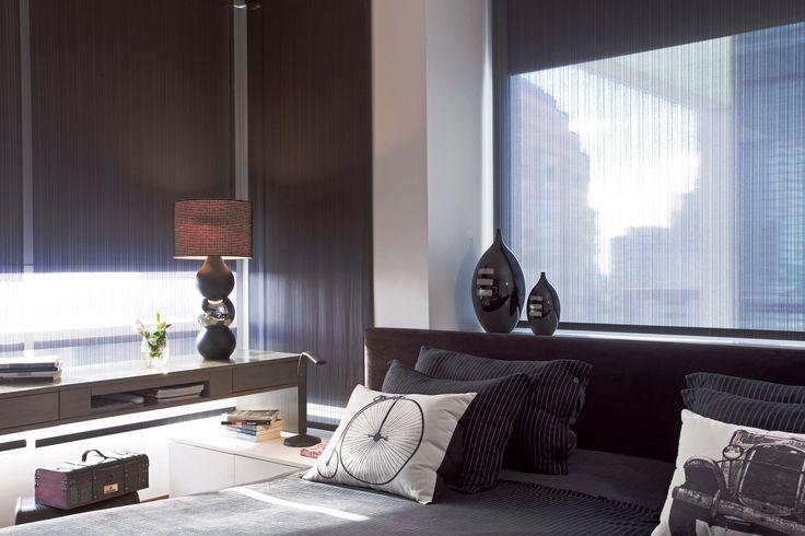 Dormitorio moderno: la iluminación integrada al mueble que rodea la cama genera un clima relajado para el final del día. Foto: Daniel Karp