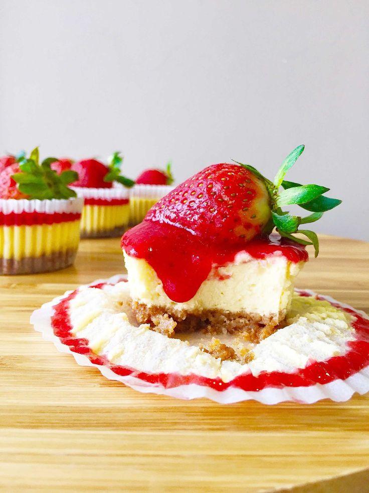 Mini Strawberry Cheesecake Cupcakes