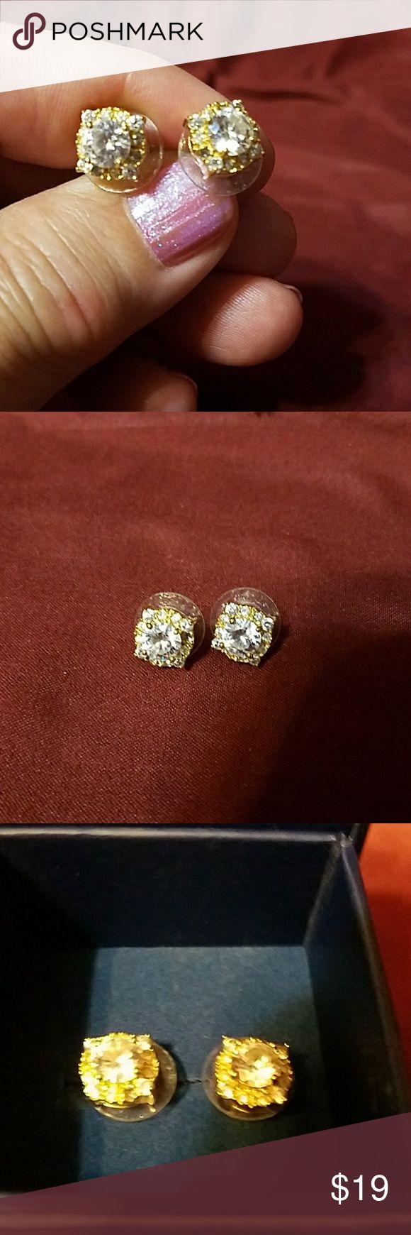 Bella Luce silver studs These are Bella Luce studs Bella Luce is at the top of the chain of CZ they are if you go by Diamond awake I would say that are a little bit more than 2 carats very pretty and sparkly I love bling Jewelry Earrings