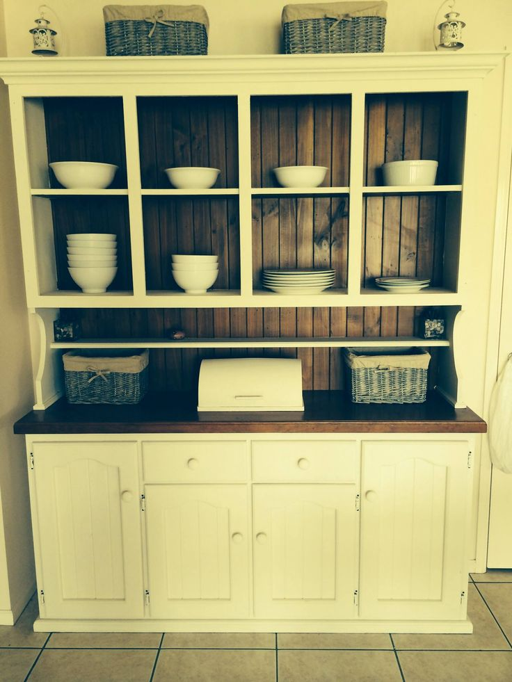 This is the finished product of my buffet hutch that I painted yesterday with Annie Sloan old white paint purchased from Crab Apple. Very happy with the finished product