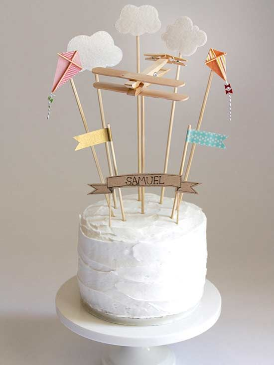 Make any cake party-worthy with these pretty and fun DIY cake toppers from @twotwentyone. No birthday party will feel complete without one!