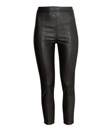 Schwarze stoffhose mit hohem bund