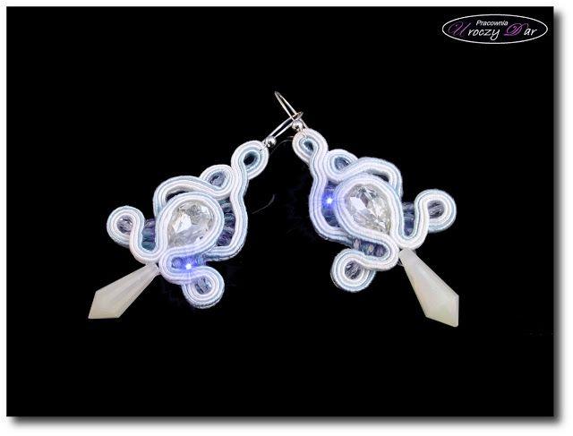 Ślubne kolczyki biało- błękitne Sopelki soutache