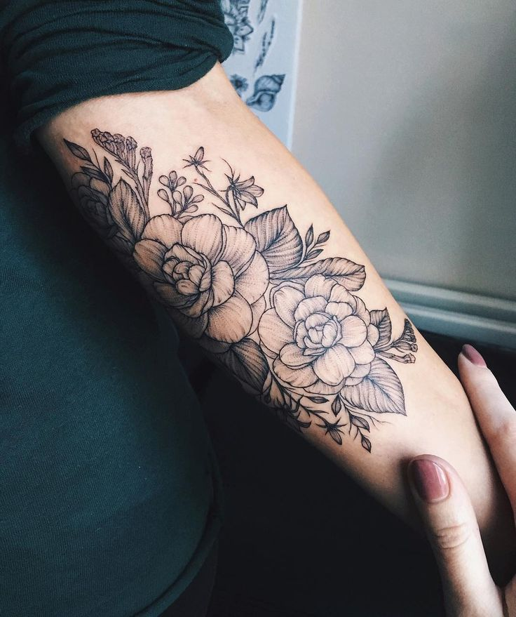"""2,261 Me gusta, 6 comentarios - Yaana Gyach • tattoo artist (@yg.tattooing) en Instagram: """"Camellia flowers for Maria from Italy ✖️yg.tattooing@gmail.com #ygtattooing #gyachyaana…"""""""