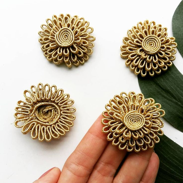 These 4 cm golden soutache flower appliques are great to make  TASSEL earings and hair accessories with... . . . . . #soutache #jewelrydesign #jewelry #tasselearrings #tasselcharms #applique #jewellerysupplies #crafts #craftsupplies #craftsuk #handmadegifts #handmadejewelry #hairaccessories #haberdashery #habdmade #sewing #diyfashion #costumedesigner #merceria #dentelle #stoffe #fabrics #telas #burlesque