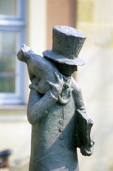 Sculpture: Man With a Hat And a Cat on His Shoulder in Bamberg, Baveria, Germany