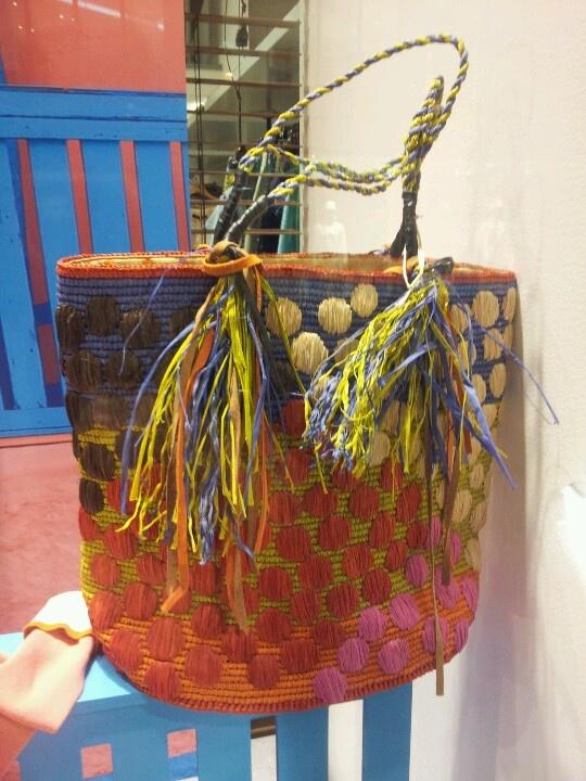 Un beau sac en raphia de #Madagascar pour vous mes dames