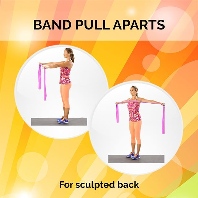 🤸🏻♀️ BAND PULL APARTS 🏋️♀️  📌How to do:  • Stand with your feet shoulder-width apart, keeping a slight bend in the knees. With straight arms, hold the exercise band in front of you with your hands slightly lower than your shoulders. Keep your elbows slightly soft to avoid hyperextending the joint.  • On an exhale, pull abs to spine to stabilize your torso as you open your arms out to the sides, focusing on the shoulder blades sliding together. Inhale as you slowly return your arms back…