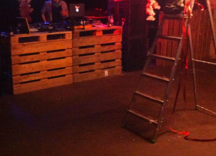 Trend DJ Pult aus Paletten n a t u r Festival Bochum