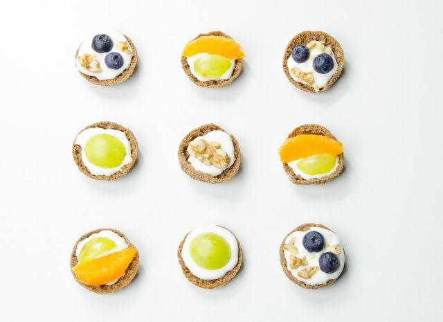 Ystävänpäivä (ruisnappi with goat cheese cream and fruits)