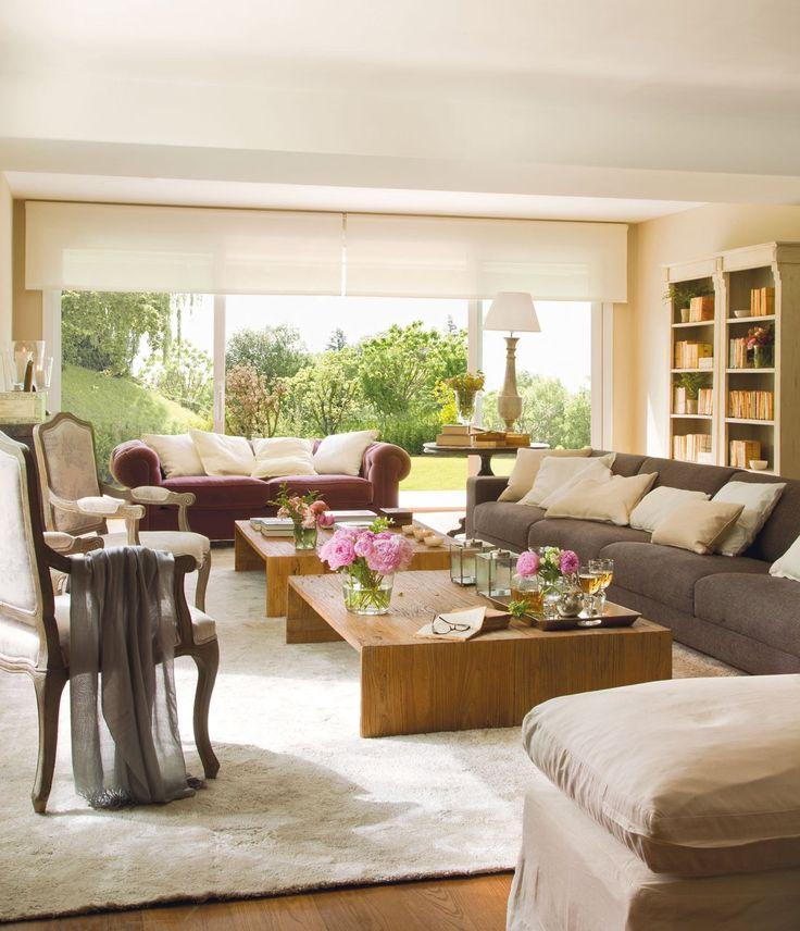 me gusta esta sala por lo amplio, el ventanal hace que entre mucha luz    /     El Mueble