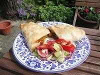 Koken en eten in Baambrugge: Jumbo spicy chicken samosas. Met bladerdeeg, kipfilet, groente, diepvrieserwten, currypasta, mangochutney, melk, komkommer, tomaat, rode uit, mint en olijfolie. Uit de oven!