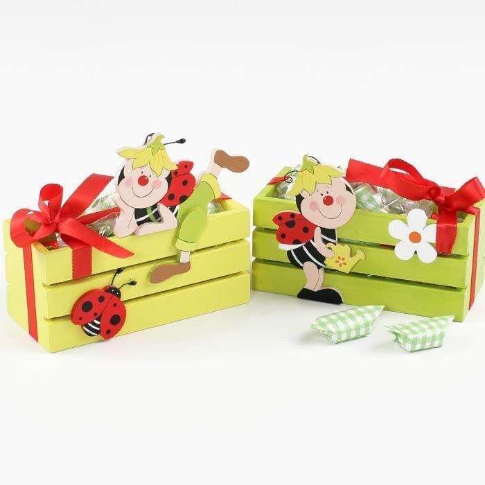 Simpáticas cajas de maderas llenas de caramelos