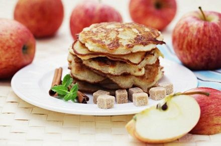 Afla cum sa prepari clatite de post cu mere si bucura-te de un desert delicios, rapid si extrem de simplu de gatit.
