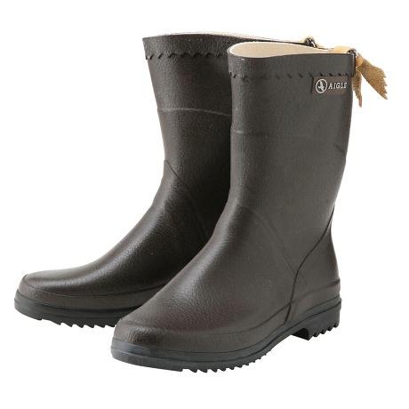AIGLEの長靴。ショート丈で雨の日の散歩も動きやすそう。 BISON/ビゾン