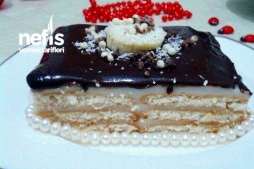Muhallebili Çikolata Soslu Bisküvili Pasta Tarifi