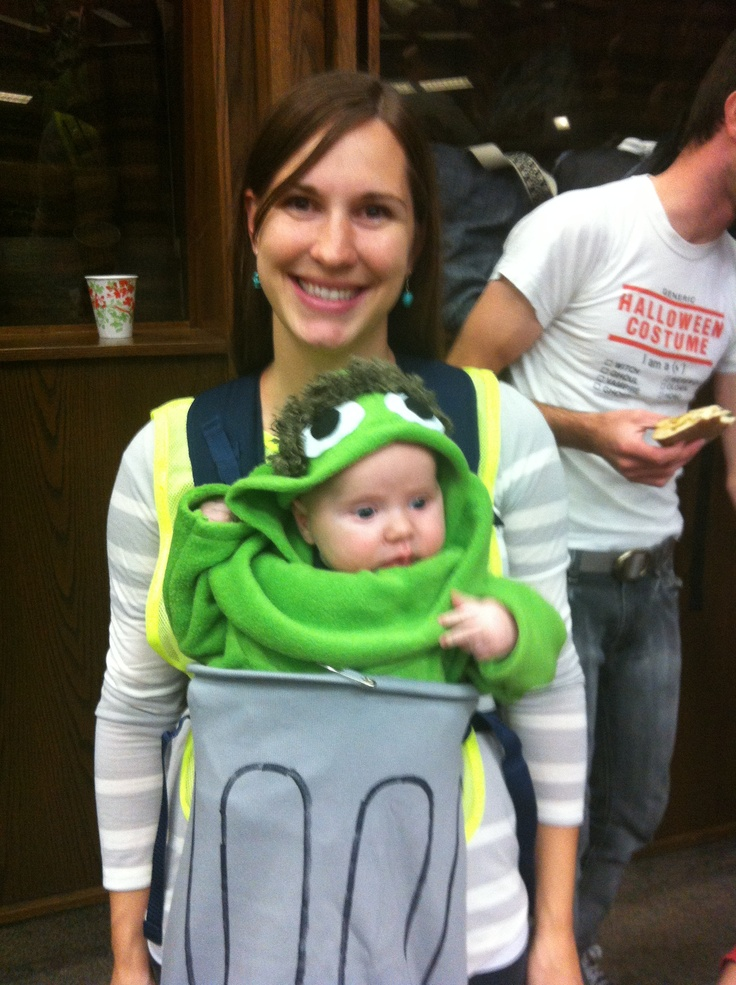 Loving this baby wearing Mama and her little Grouch. Oscar and Sesame Street themed costume for Halloween