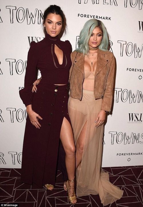 Kendall and Kylie Jenner... - Kylie Jenner Style