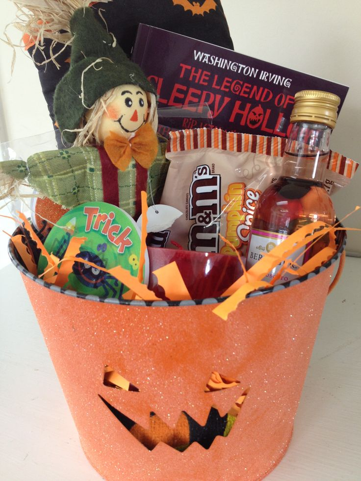 Boo ing your neighbors gift basket idea gift basket for Boo pumpkin ideas
