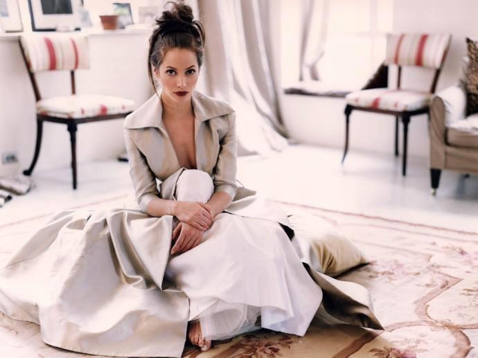 Donna più accessori Moda, Italian Fashion Store. Color story, red stripe white beige black