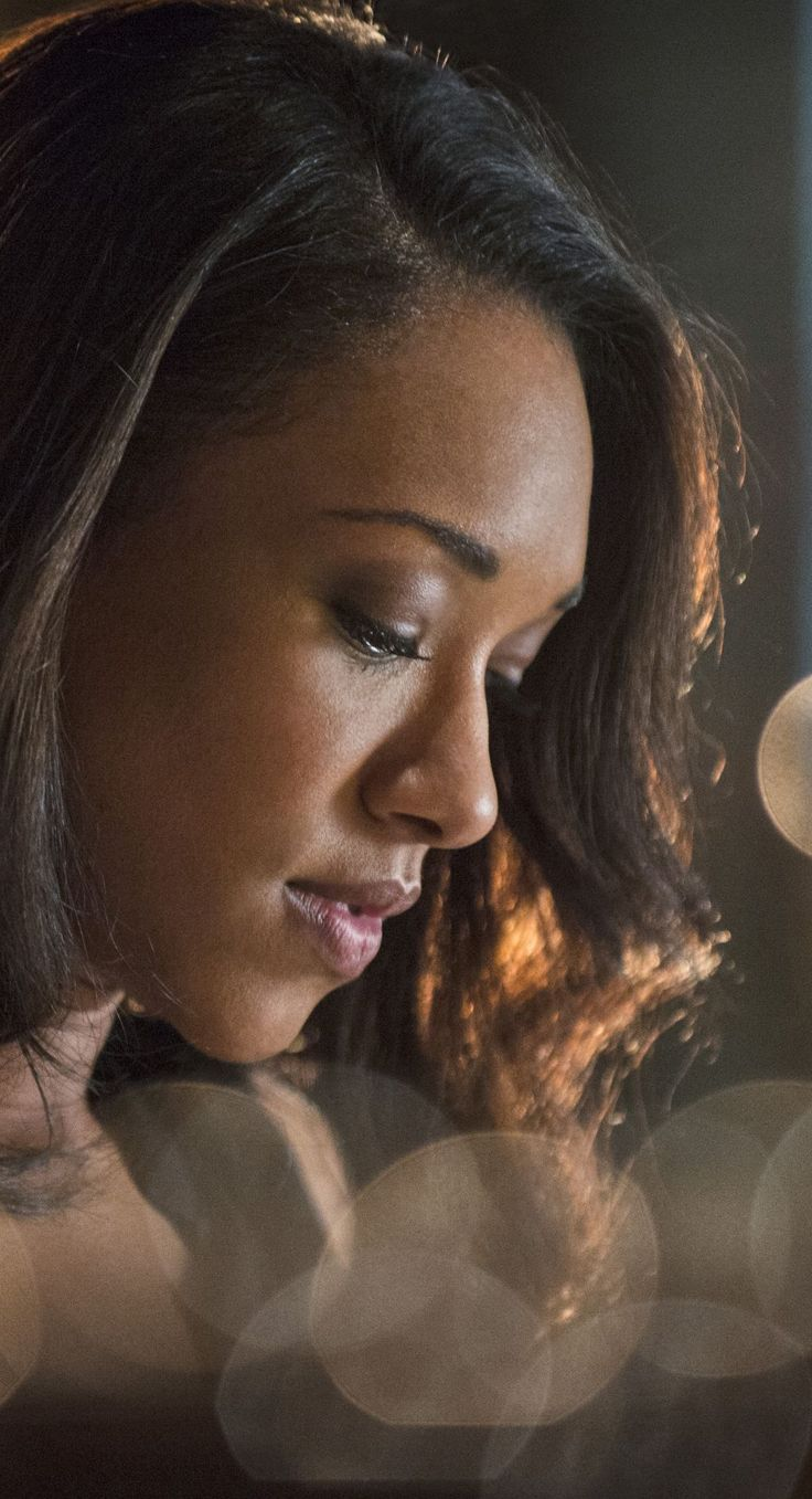 The Flash 1x05 - Iris West