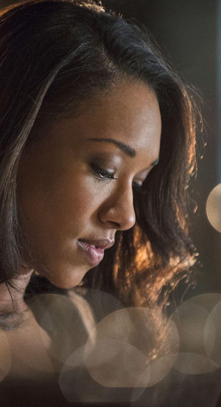 The Flash 1x05 - Iris West