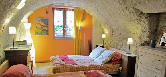 Bedroom-in-apartment-one-at-Snowgums - family friendly skiing in French Alps