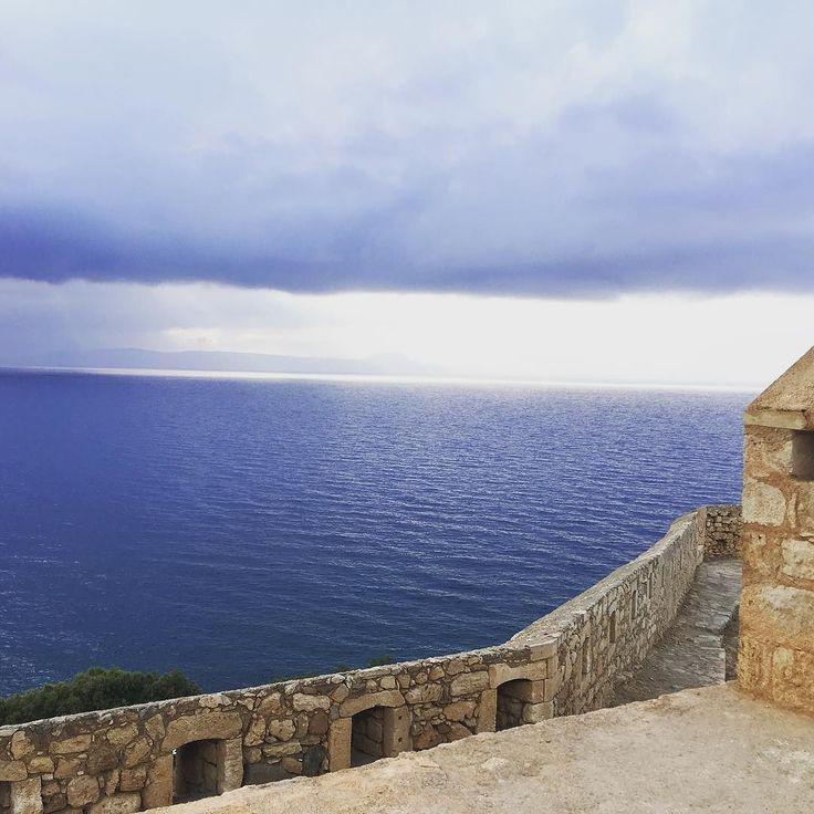 The cloudy view from the Venetian Fortezza of Rethymno. #cretanlandscape #igerscrete #igersgreece #ig_crete #ig_greece #rethymno #rethymnoncrete #cloudysky #fortezza #ig_architecture #seaview #vacanze2016 #solocosebelle #venetianfortezza #travelingram #travelingram #traveldiaries #instatravel #ig_summer
