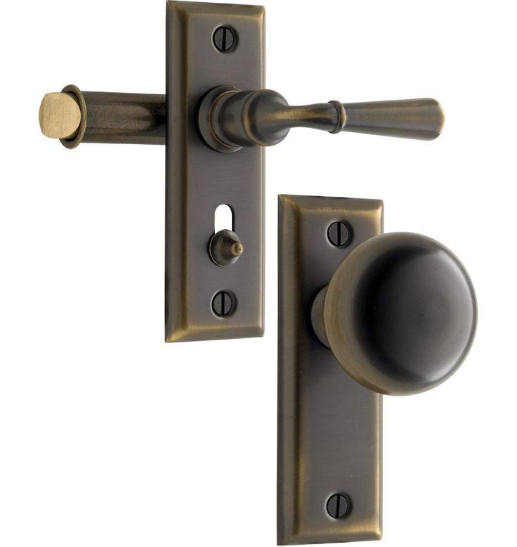 Putman screen door latch set. Solid brass.Pairs with Putman interior and exterior door sets.