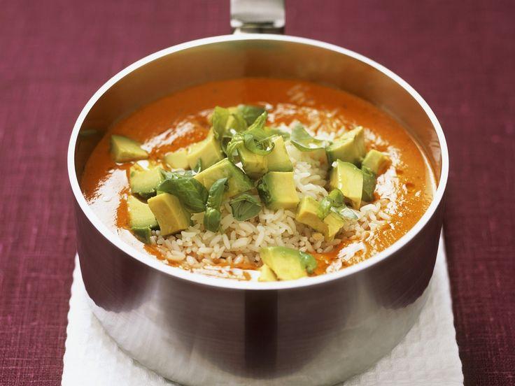 Paprikacremesuppe mit Reis und Avocado | http://eatsmarter.de/rezepte/paprikacremesuppe-mit-reis-und-avocado