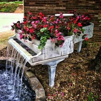 9 ways to upcycle your old piano recycle upcycle pianos for Classic house piano