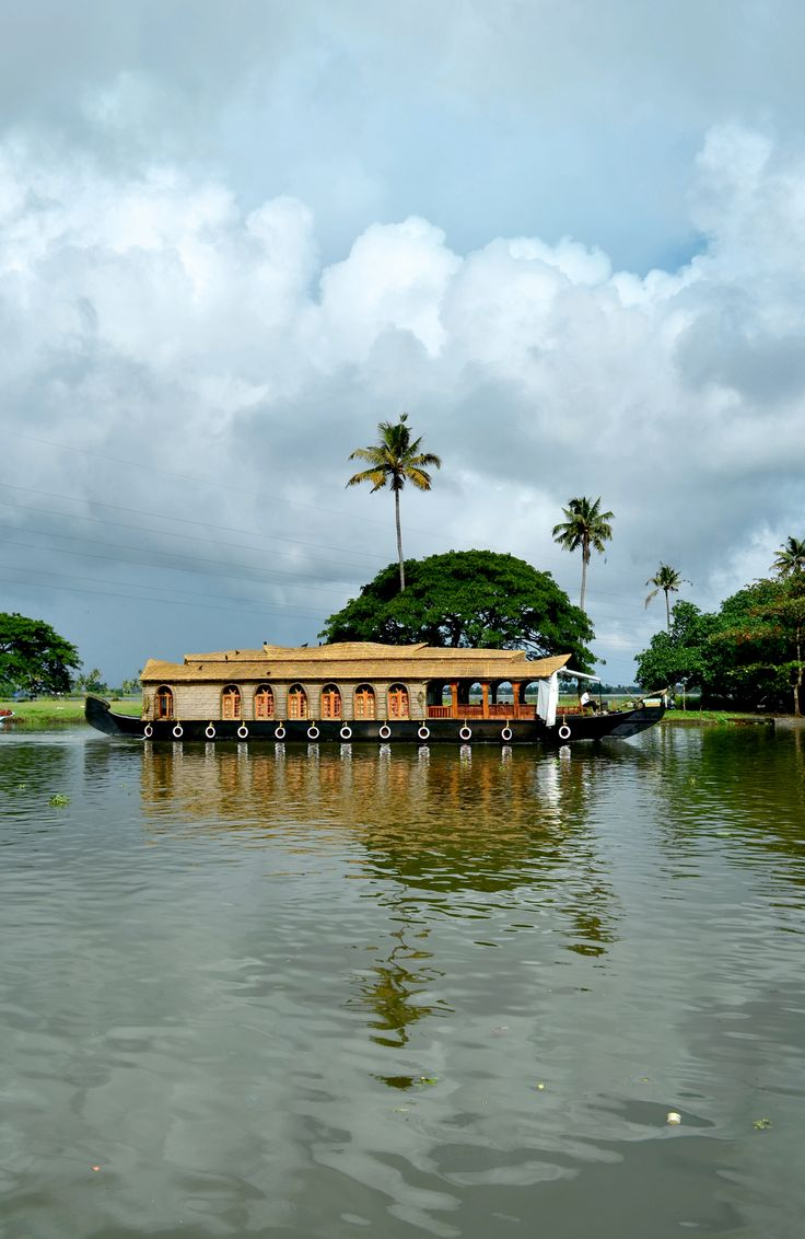 Look at the amazing view of the houseboat in the backwaters of Kerala.