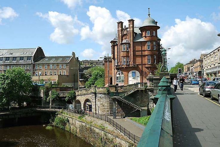 I love this area of Glasgow (over the river Kelvin on Great Western Road in, I think, Maryhill).