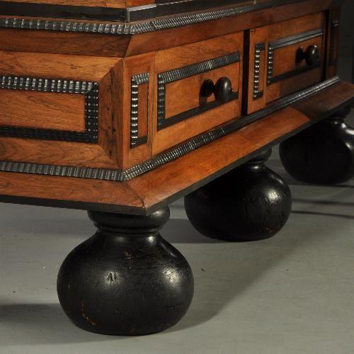 Good Retro bioscoopbankje met een salontafel van oud hout Bij de Oude Plank vindt u naast