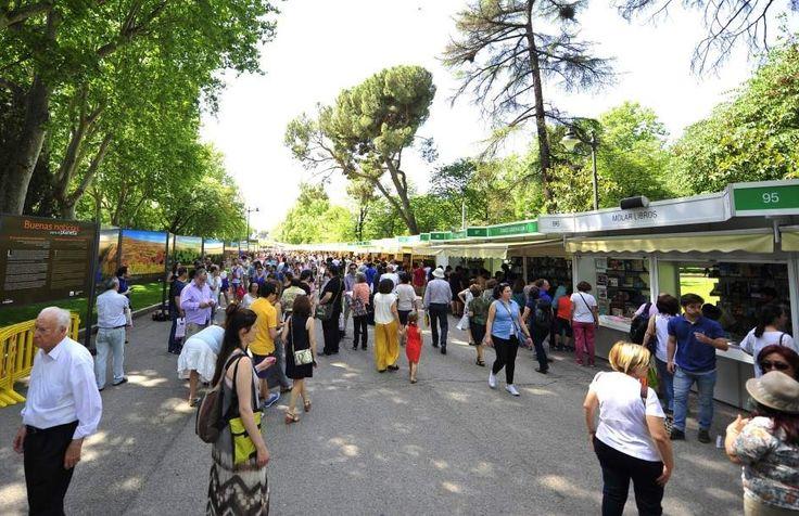 Feria del libro de Madrid se desborda con la presencia de una Youtuber - https://somoslibros.net/feria-del-libro-de-madrid-se-desborda-con-la-presencia-de-una-youtuber/