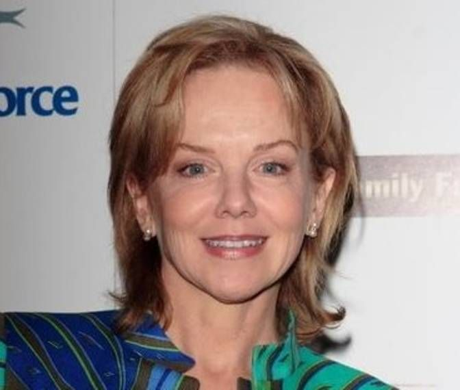 Linda Purl (Ashley Pfister)