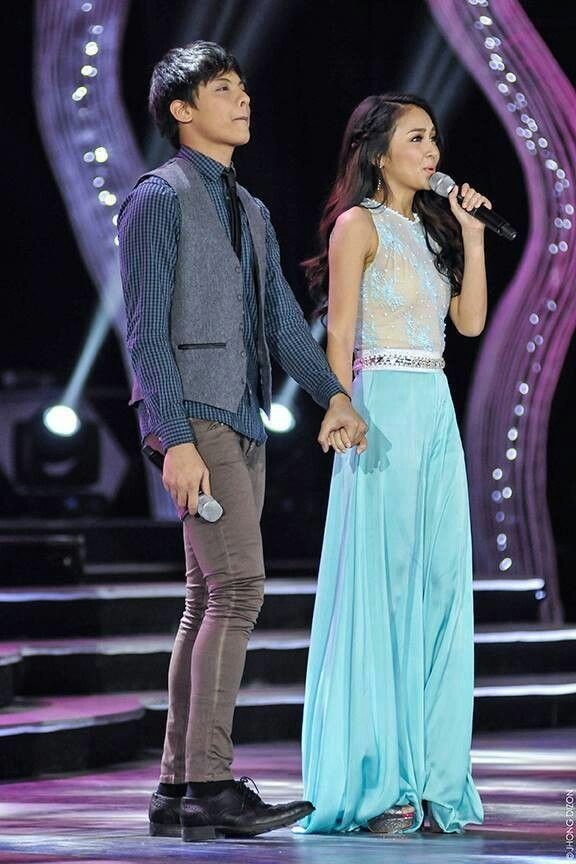"This is the handsome Daniel Padilla and the pretty Kathryn Bernardo singing ""With a Smile"" by The Eraserheads during their production number at the 2013 ABS-CBN Christmas Special held at the Smart Araneta Coliseum last December 10, 2013. KathNiel also promoted their upcoming MMFF entry, ""Pagpag: Siyam na Buhay"" after their production number. #KathrynBernardo #TeenQueen #DanielPadilla #KathNiel #KathNielBernaDilla #ABSCBNChristmasSpecial #KwentongPasko2013"