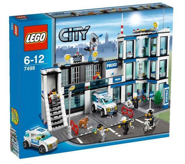 LEGO City - Le commissariat de police - 7498 + City - Le Camion de pompier tout-terrain - 4208 de LEGO prix promo Pixmania 80.99 € TTC
