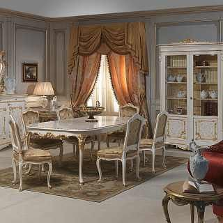 Luigi XV style dining room: carved table and chairs, sideboard with big carved mirror and glass showcase. All lacquered and gold finish, Venezia classic furniture collection | Vimercati Classic Furniture