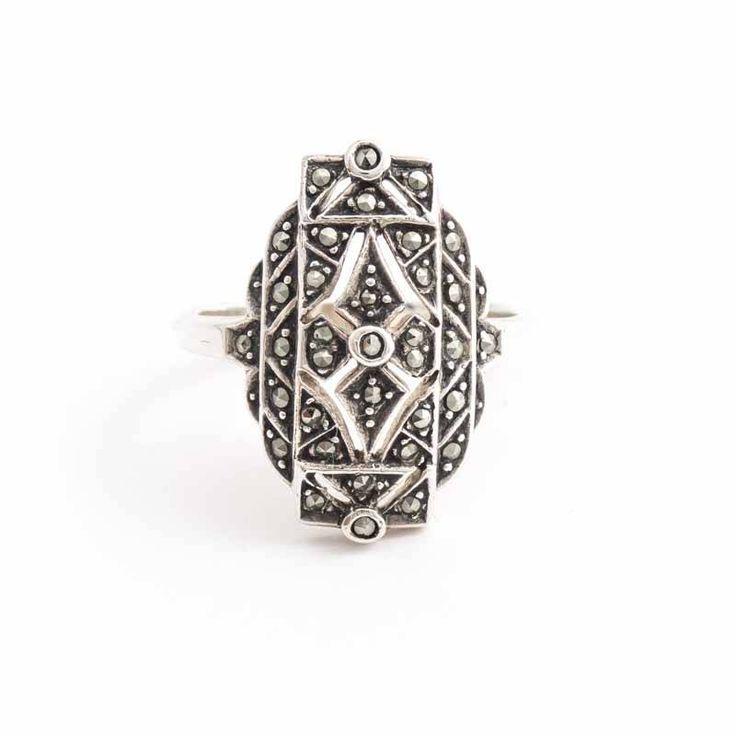 Sierlijke zilveren art deco ringen met markasiet vind je bij Aurora Patina, de leukste sieraden webshop van Nederland!