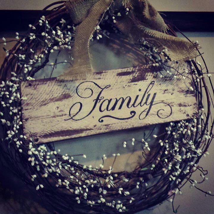 Grape vine wreath, burlap and pallet sign