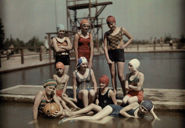 Autochrome Teenage girls in bathing suits and caps pose on a dock in Brandenburg, Germany, March 1928.