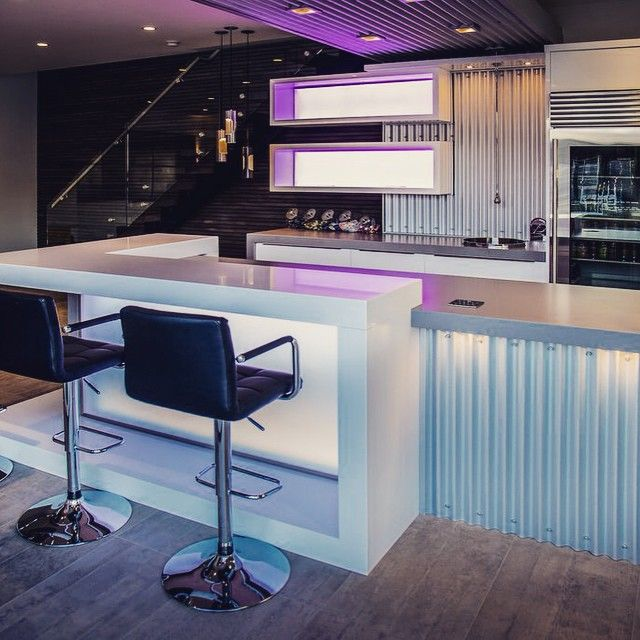 Another great shot of our newly finished renovation. @phoenixkitchenworks #renovations #reno #granite #stone #stools #lighting #kitchendesign #puregraniterocks #design #house #home #modern #geometric #bar #highgloss #custommade #cabinets #phoenixkitchenworks