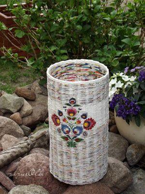 Paper wicker, basket from newspapers. Kosz wypleciony z gazet.