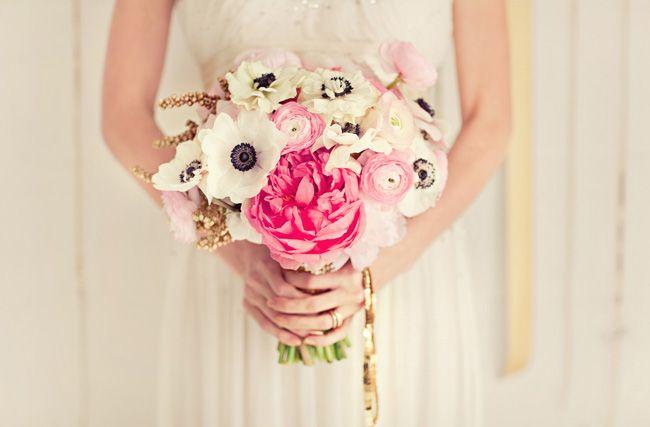 Bouquet de mariée anémones et renoncules