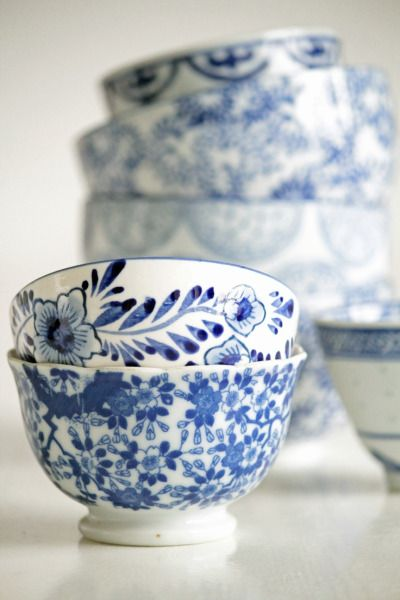 Painted Chinese tea cups. Classic.