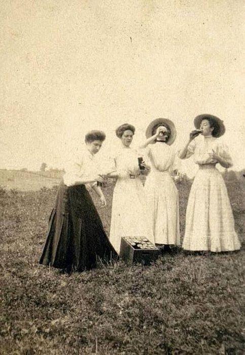 Преподаватели выпивают на весенних каникулах. 1910 год.