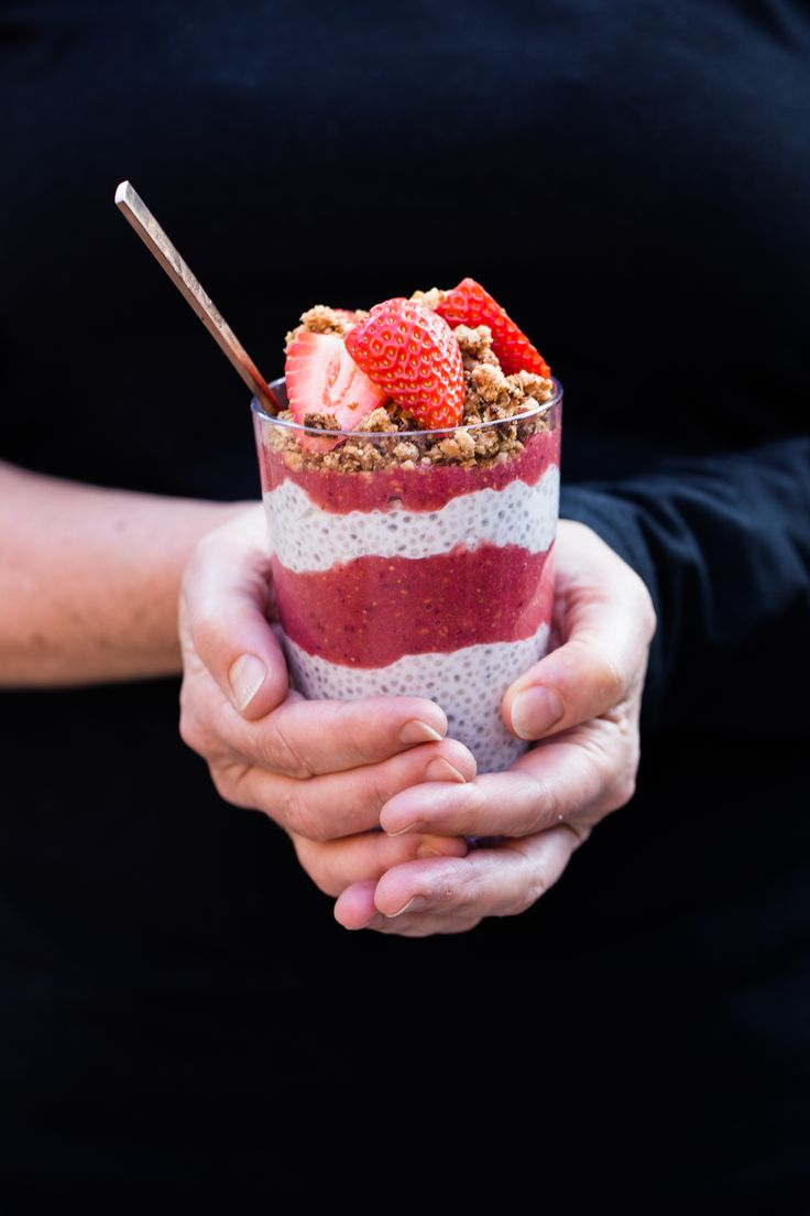 No figs for me, but the rest sounds pretty amazing! Raspberry Coconut Chia Pudding #dairyfree #lowfodmap