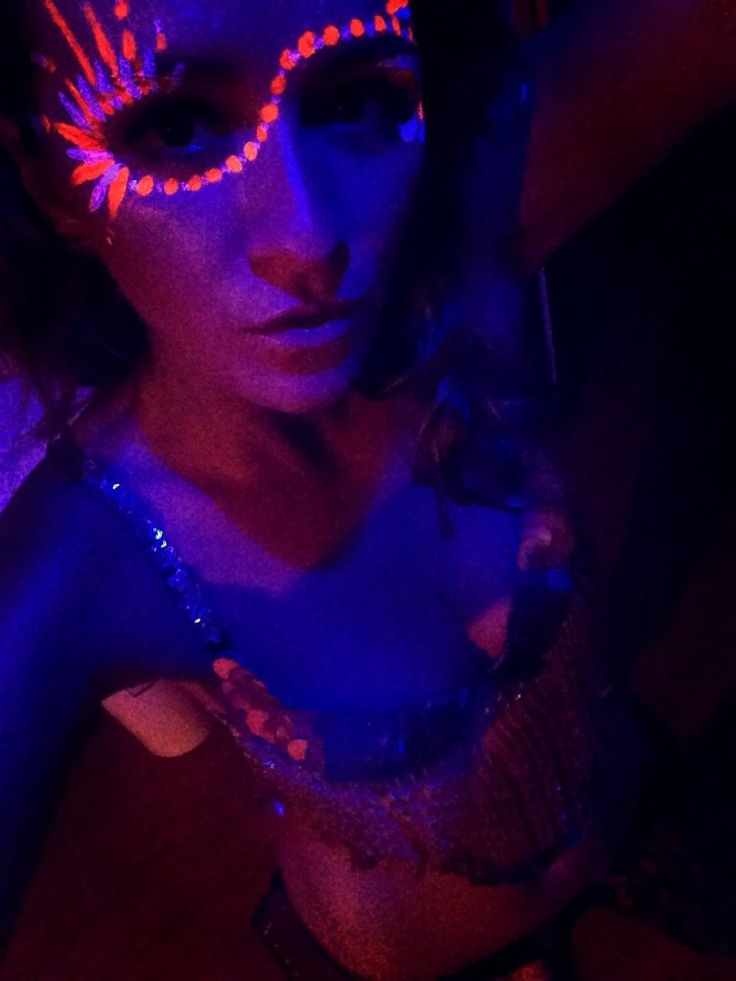 The Jungle Party & DJ Crazy - Adventuress, koh phangan Thailand, Southeast Asia, rave, fluro ware, black light, glowing, body paint, face paint, full moon party, raver, psytrance, psychedelic, party girl, sequined bikini, silver bikini, sparkle bikini, party     #adventuress #adventuressblog